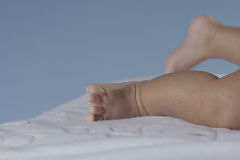 pies-del-hijo-de-la-pareja-transexual-diane-rodriguez-y-fernando-machado-en-el-que-el-hombre-quedo-embarazado