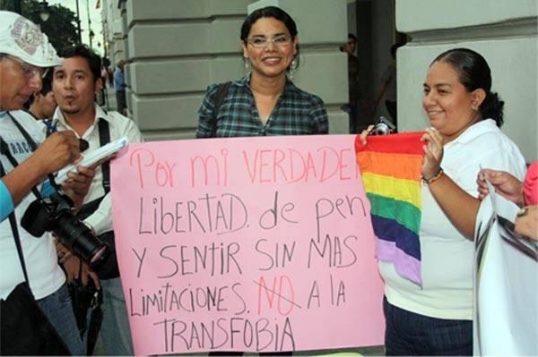 diane rodriguez activita LGBTI pide cita a presidente correa