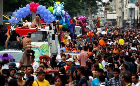 orgullo-y-diversidad-sexual-2014-orgullo-glbti-orgullo-gay-guayaquil-asociacic3b3n-silueta-x-1