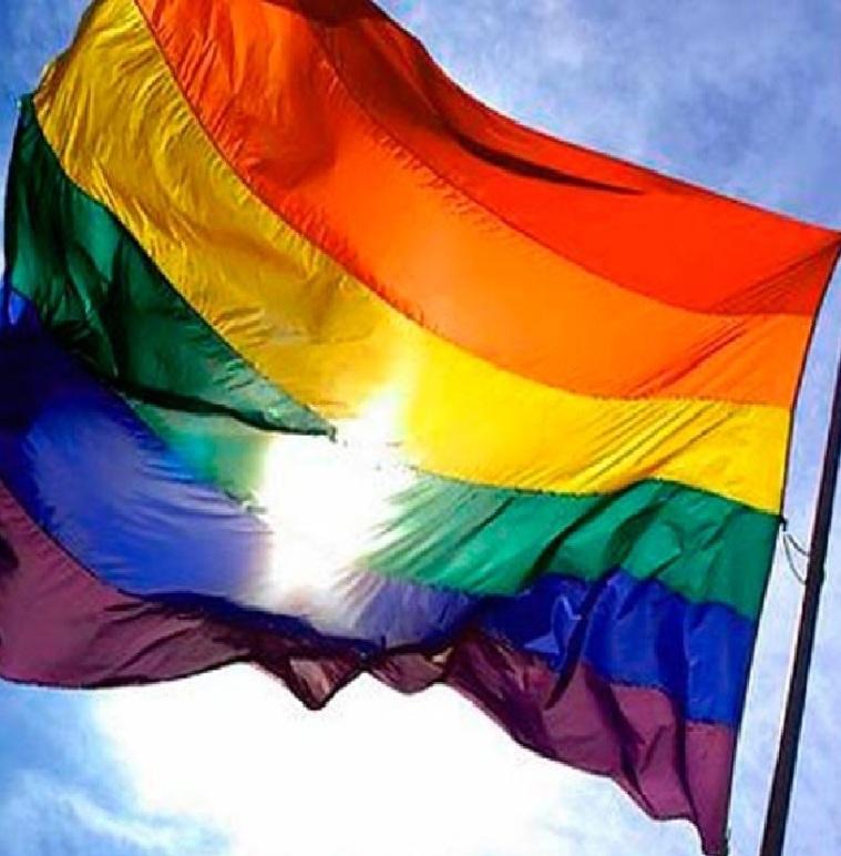 Ecuador permitirá a gays inscribir sus uniones de hecho en documento de identidad.
