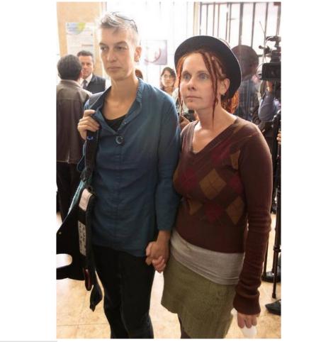 Gays en Ecuador inscriben por primera vez uniones en documentos de identidad