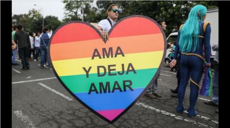 Ecuador Ordenan a canal de TV disculparse con colectivo LGBTI