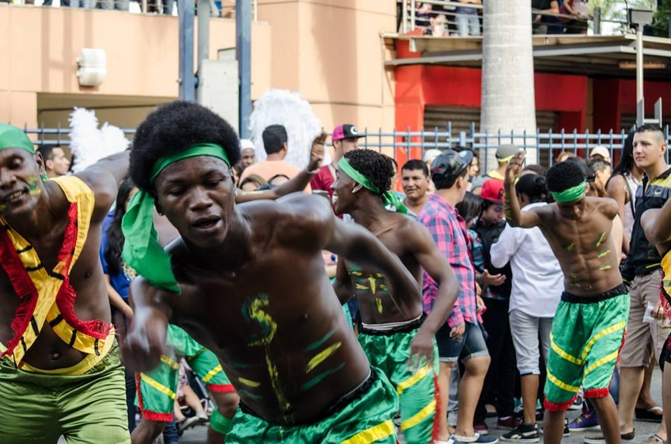 Orgullo LGBT Gay Ecuador Guayaquil 2015 - Asociación Silueta X (62)