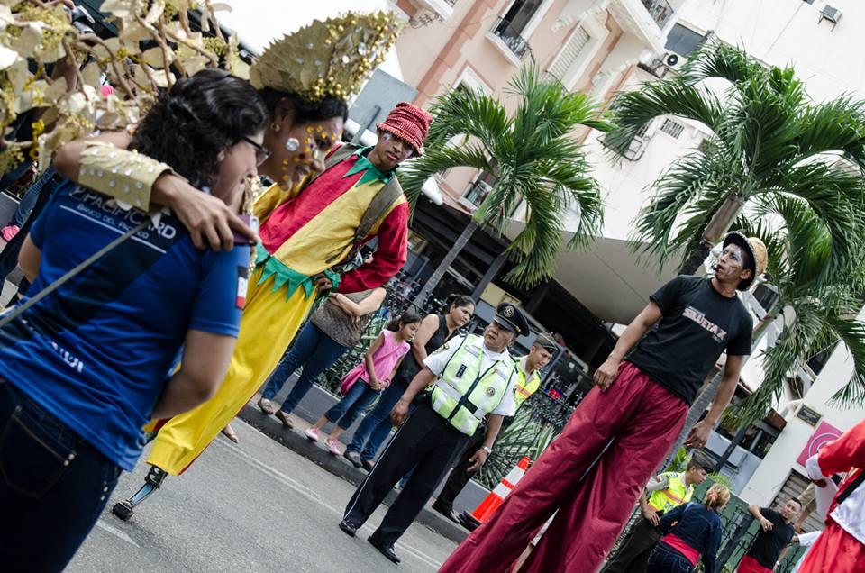 Orgullo LGBT Gay Ecuador Guayaquil 2015 - Asociación Silueta X (76)