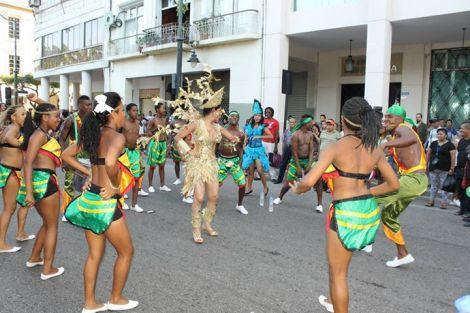 Orgullo LGBT Gay Ecuador Guayaquil 2015 - Asociación Silueta X con Diane Rodríguez DianeRodriguezz  (15)