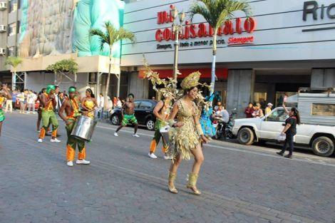 Orgullo LGBT Gay Ecuador Guayaquil 2015 - Asociación Silueta X con Diane Rodríguez DianeRodriguezz  (43)