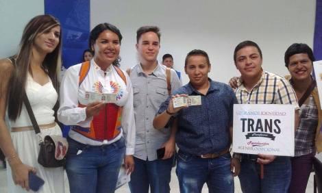 Transexuales logran la sustitución de sexo por genero en la cedula en Ecuador (15)