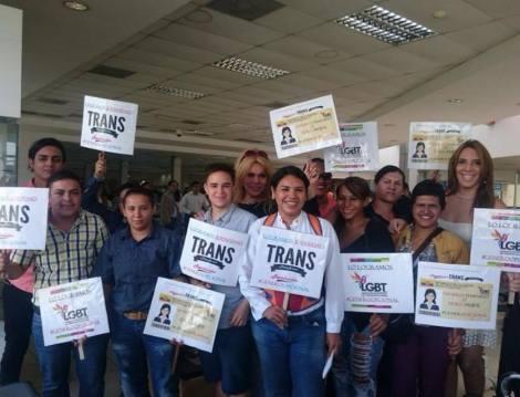Transexuales logran la sustitución de sexo por genero en la cedula en Ecuador (23)