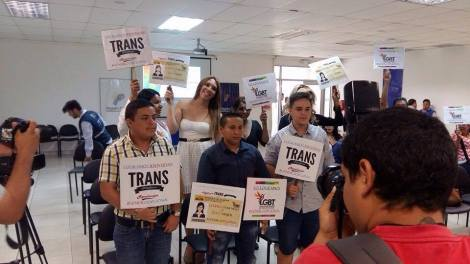 Transexuales logran la sustitución de sexo por genero en la cedula en Ecuador (4)