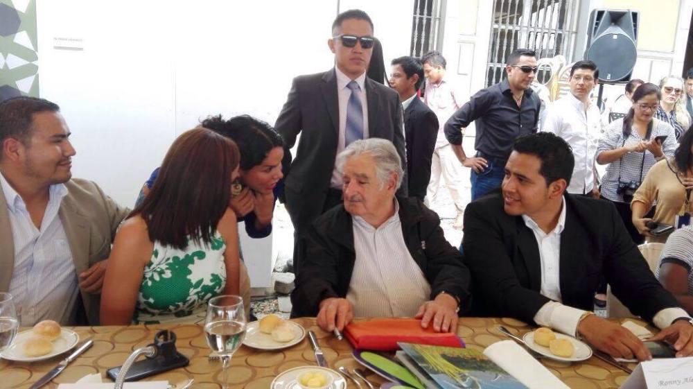 diane-rodriguez-presidenta-de-la-federacion-ecuatoriana-de-organizaciones-lgbt-hablando-junto-a-pepe-mujica-ex-presidente-de-uruguay