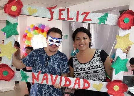 Agasajo Navideño a niños con enfermedades catastroficas y VIH con transexual diane rodriguez - Asociación LGBT Silueta X - Ecuador (3)