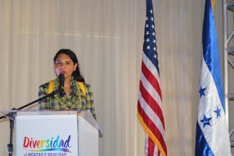 defensora de derechos humanos y activista transgenero diane rodriguez en el foro de diversidad en honduras lgbt (1)