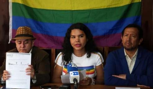 Iniciativa Zapatos diversos por asesinatos LGBT ecuador Asociación Silueta X Federación ecuatoriana - diane rodriguez (1)