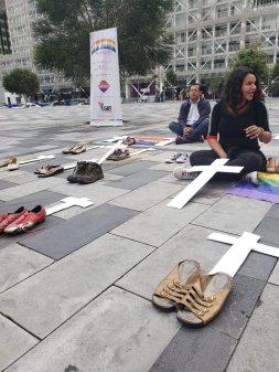 Iniciativa Zapatos diversos por asesinatos LGBT ecuador Asociación Silueta X Federación ecuatoriana Diane Rodriguez cruz muertos (1)