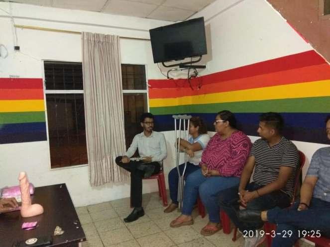 taller del uso de condon o preservativo en la asociacion silueta x