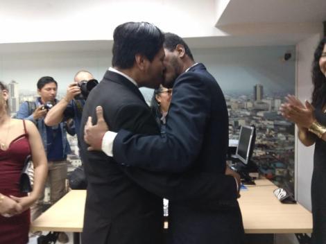 3er matrimono homosexual en Ecuador y el 1ero de hombres gays - Cámara LGBT Comercio Ecuador - Asociación Silueta X 3.jpg