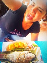 1 Activista trans Diane Marie Rodriguez Zambrano - Ecuador LGBT - transfeminista - Transgénero - MTF - comiendo Maito de Tena