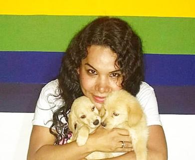 1 Activista trans Diane Marie Rodriguez Zambrano - Ecuador LGBT - transfeminista - Transgénero - MTF con cachoros animalista