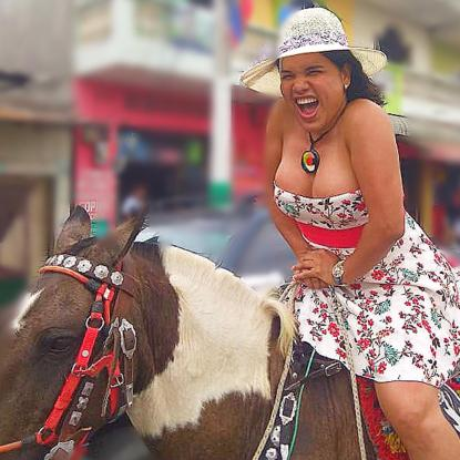 1 Activista trans Diane Marie Rodriguez Zambrano - Ecuador LGBT - transfeminista - Transgénero - MTF en Caballo potra