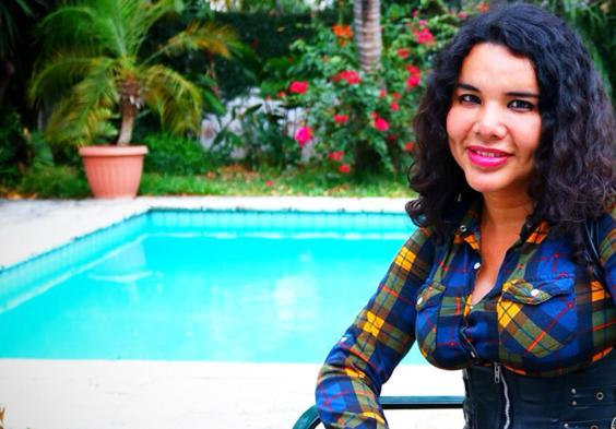 1 Activista trans Diane Marie Rodriguez Zambrano - Ecuador LGBT - transfeminista - Transgénero - MTF en piscina
