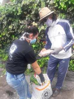 Donación de canastas y alimentos por parte de la Asociación Silueta X, centro Pisco Trans y La Camara LGBT de Comercio Ecuador - Covid19 - Apoyo Prefectura de Pichincha (16)